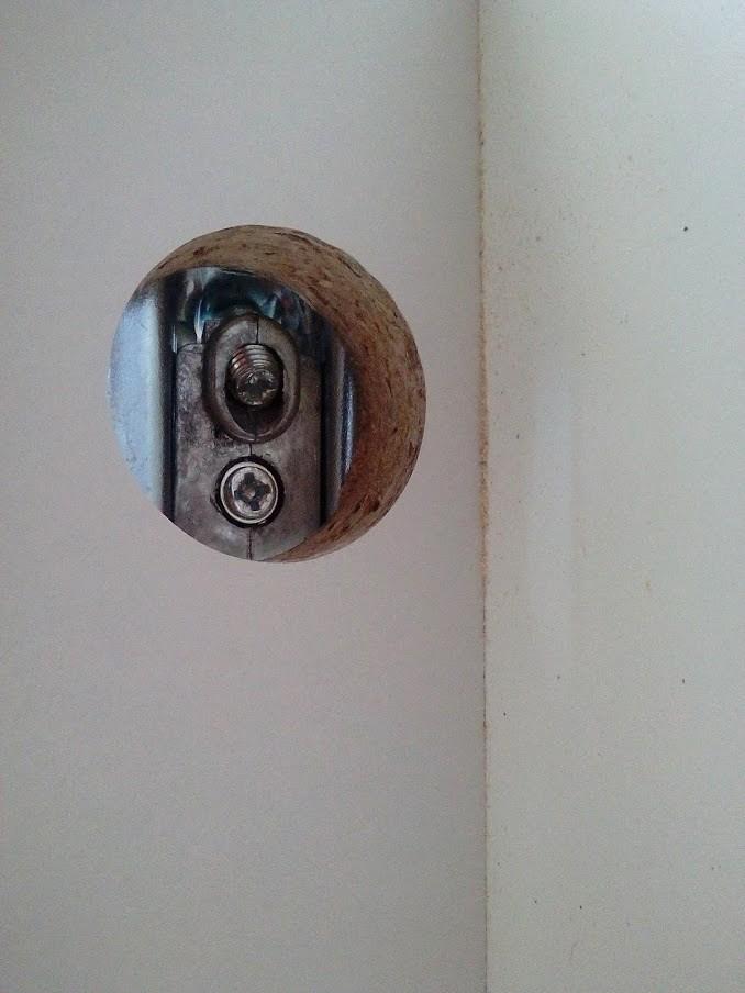 Как повесить ящик на стену