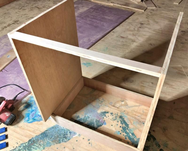 Опорный короб и кухонный модуль без задней стенки