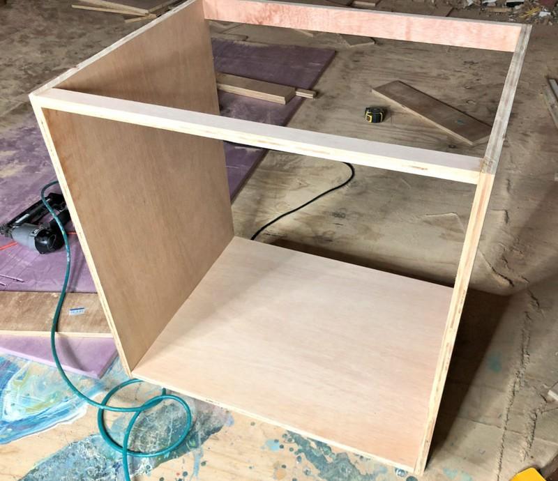 Кухонный модуль с задним ребром жесткости