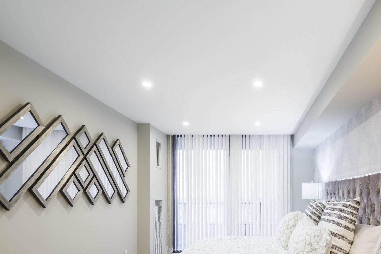 Сопряжение натяжного потолка и ниши под карниз без потолочного плинтуса
