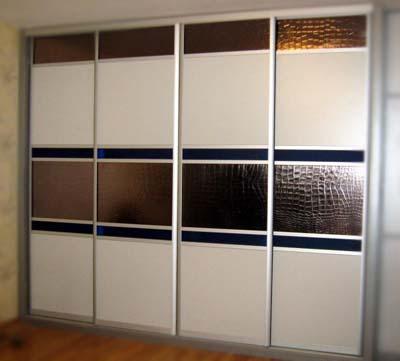 Шкафы купе со вставками из искусственной кожи Сибу Croconova Platin.