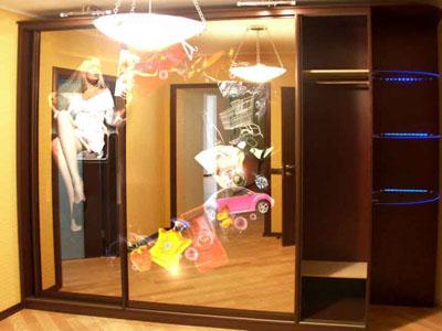 Фотопечать на зеркале в дизайне шкафа купе.