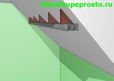 Установка треугольников ДСП для монтажа направляющей.