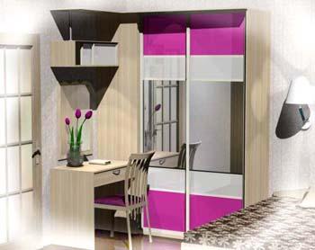 Туалетный стол примыкает шкаф купе - оригинальное решение по дизайну продолжения шкафа купе.