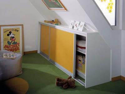 Шкаф купе в мансарду в детской.