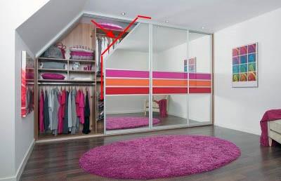 Шкаф купе со одной скошенной дверью.