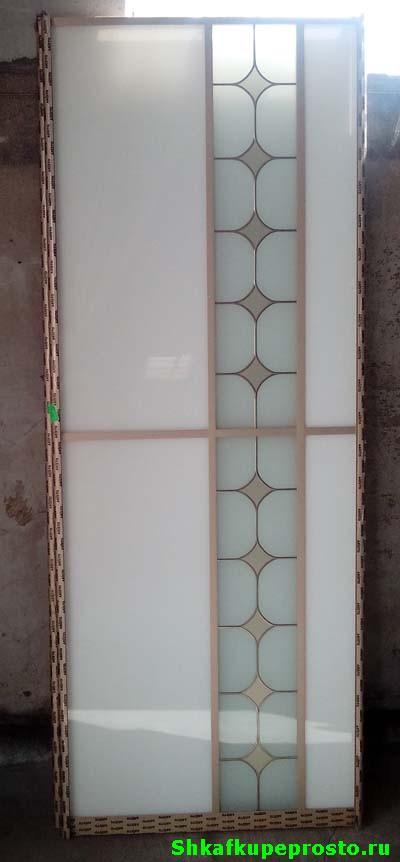 Дверь шкафа купе с витражами и крашеным стеклом Лакобель.