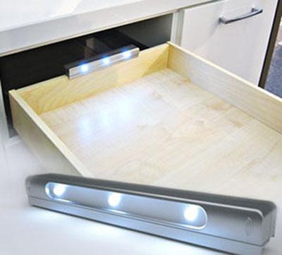 Светодиодный светильник для освещения ящика в шкафу купе.