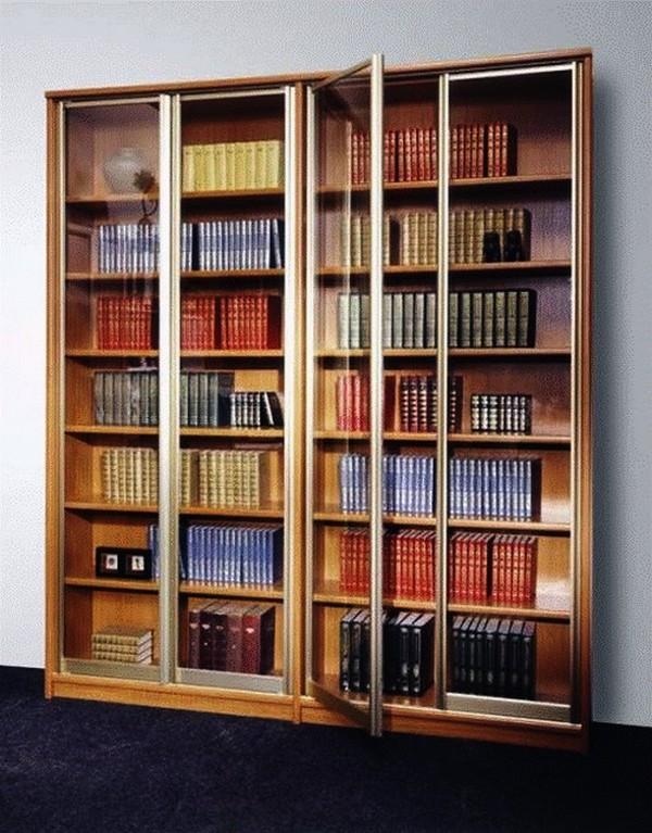Пример шкафа с распашными дверьми на основе направляющих.