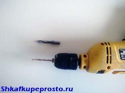 Минимальный набор инструментов для изготовления кухни самостоятельно - дрель со свёрлами.