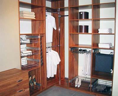 Наполнение Vibo внутри гардеробной.