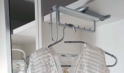 Вешалка выдвижная для шкафов
