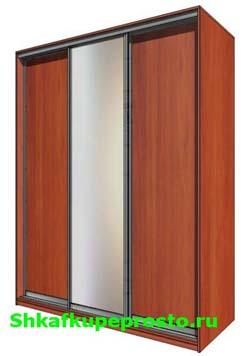 Трехдверный шкаф купе в Калининграде, центральная дверь зеркало, две боковые ДСП.