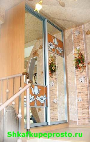 """Ручная роспись """"Тюльпаны"""" на стеклянных вставках дверей шкафа купе - сделано в Калининграде."""